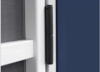 Mosquitera de puerta con apertura con marco