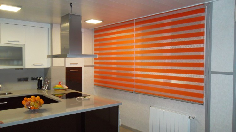 Cortinas enrollables solardeco for Cortinas naranjas